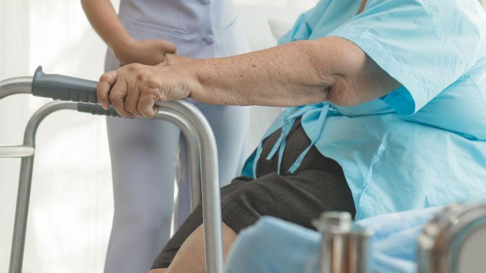 Реабилитация пожилых после переломов
