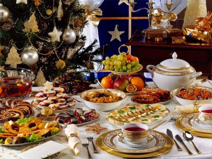 Новогодний стол для пожилого человека