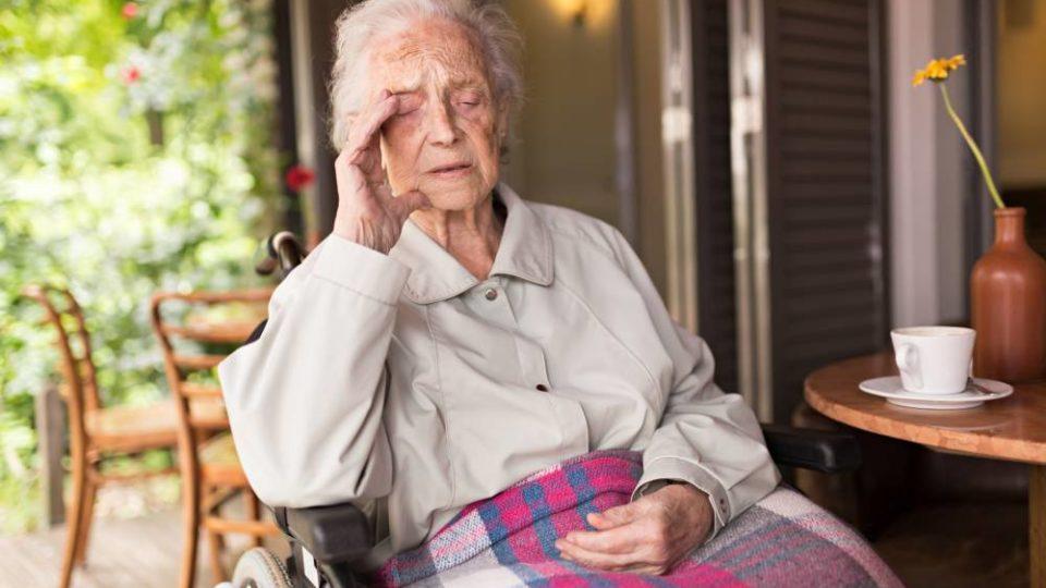 Запах ацетона от пожилых людей – почему возникает и как от него избавиться?