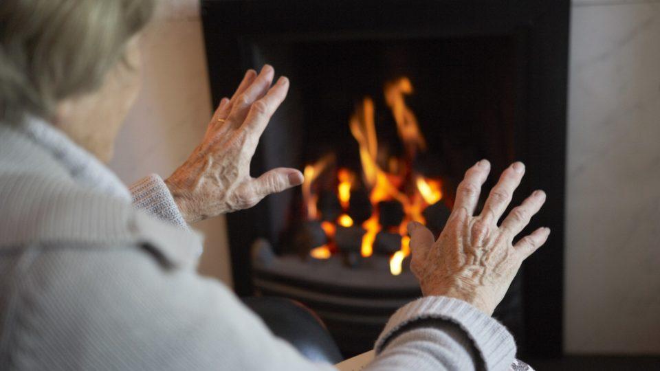 Почему старики все время мерзнут?