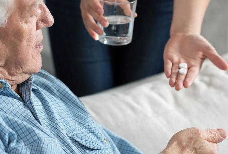 Как принимать лекарства пожилым людям