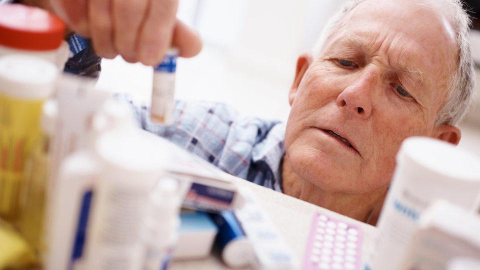 Как помочь в домашних условиях пожилому человеку при пищевом отравлении