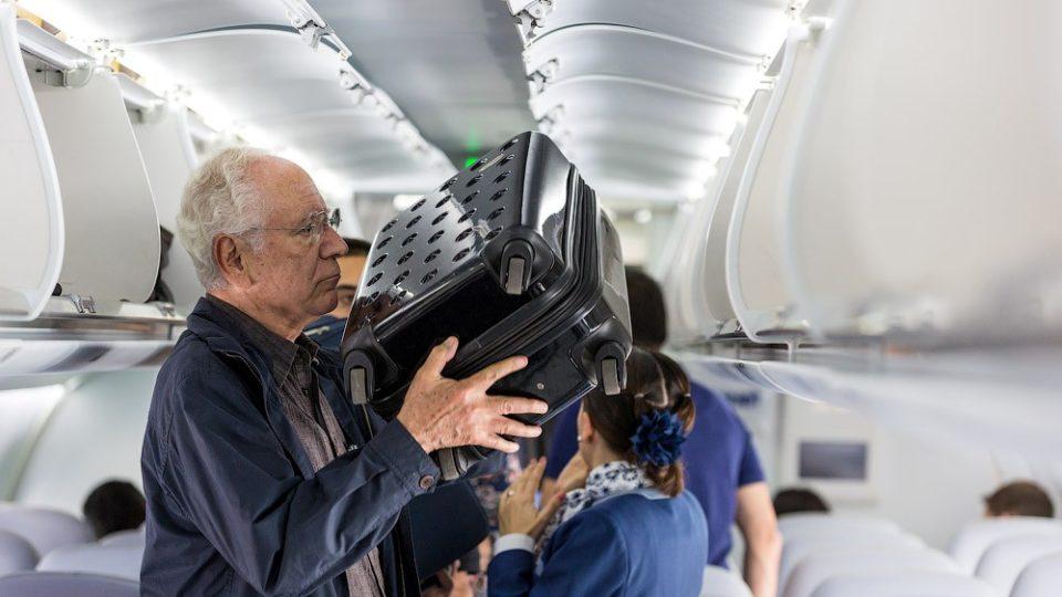 Как подготовить к перелету пожилого человека