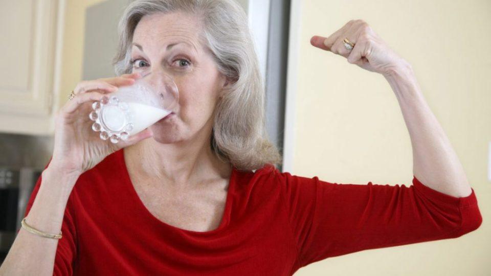 Молоко для пожилых – вред или польза?