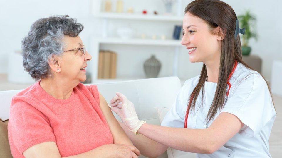 Какие прививки нужно делать в пожилом возрасте