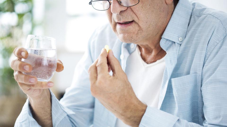 Бесплатные лекарства для пенсионеров – как получить?