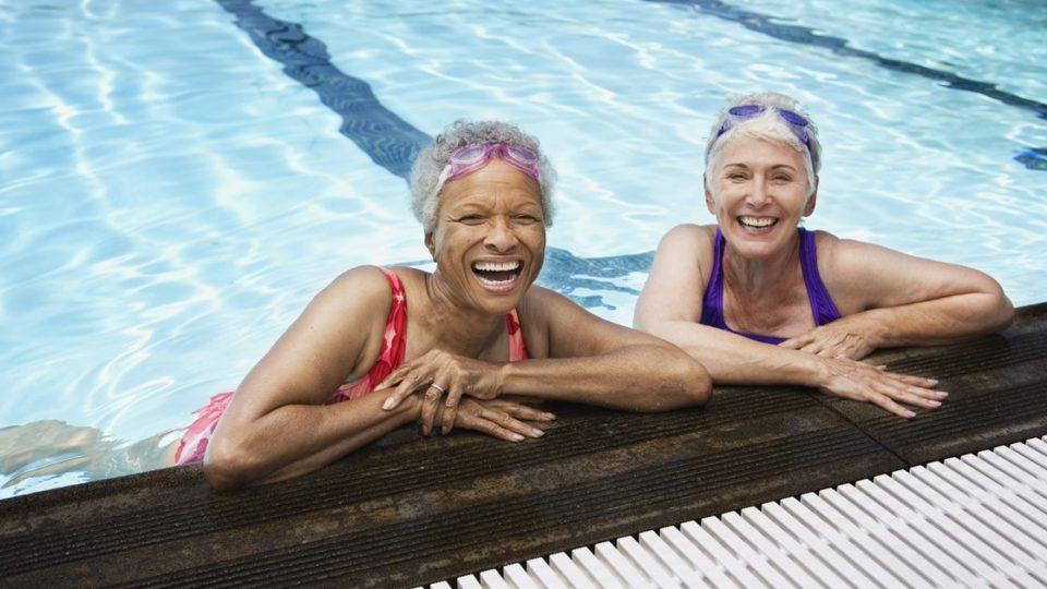 Чем полезно плаванье для пожилых людей