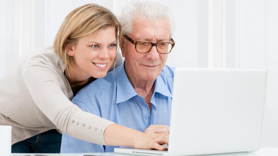 Куда пожилому человеку можно устроиться на работу